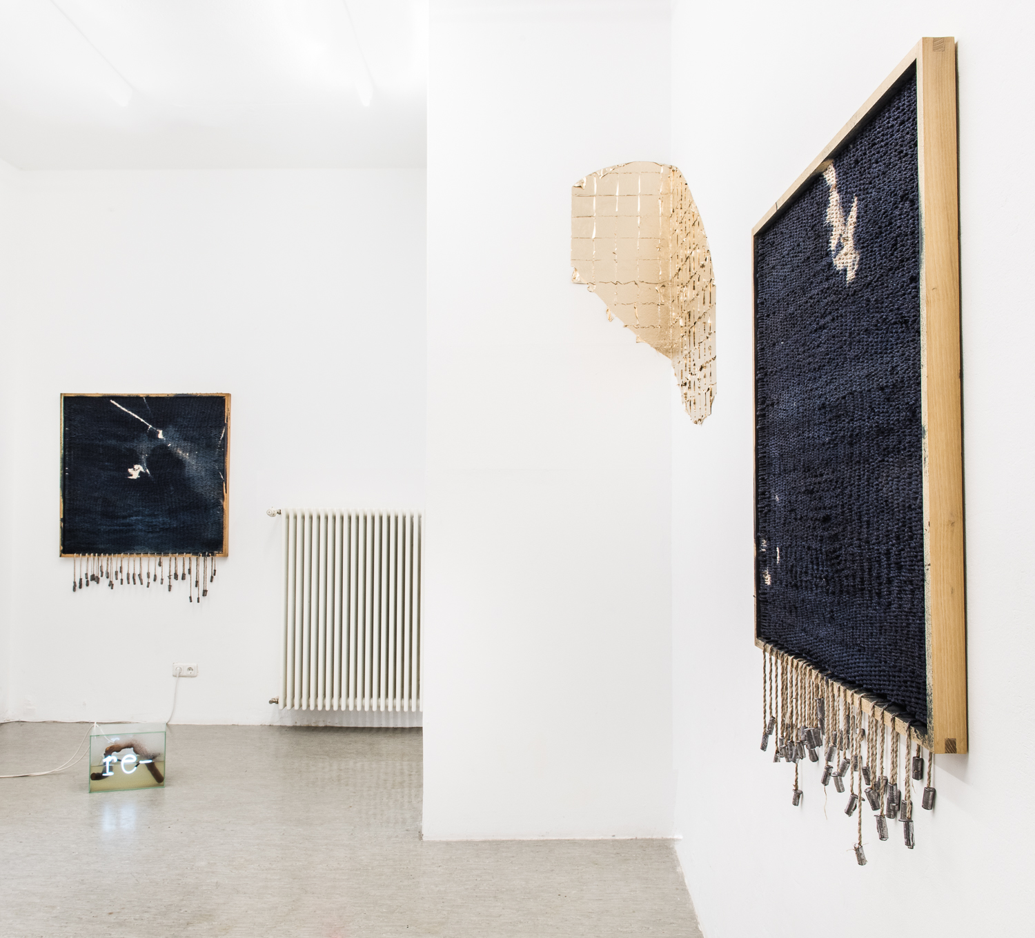 installation view re  (2015-16) and  Ausblick  (2018)  and two works by Rasmus Søndergaard Johannsen  © Robert Schittko