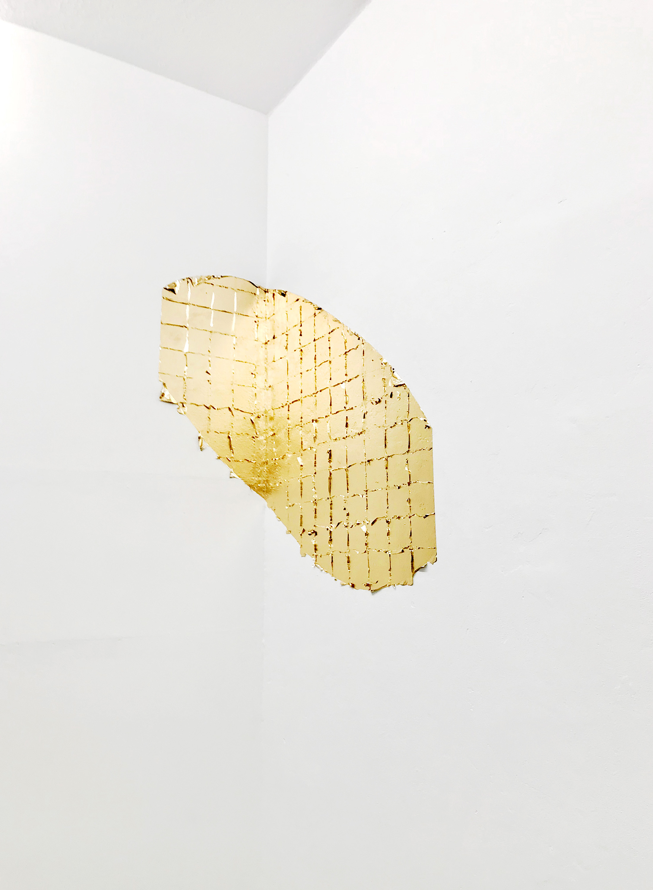 Ausblick , 201 8 gold leaf, moon gold dimensions variable, approx: 90 x 1 30 cm