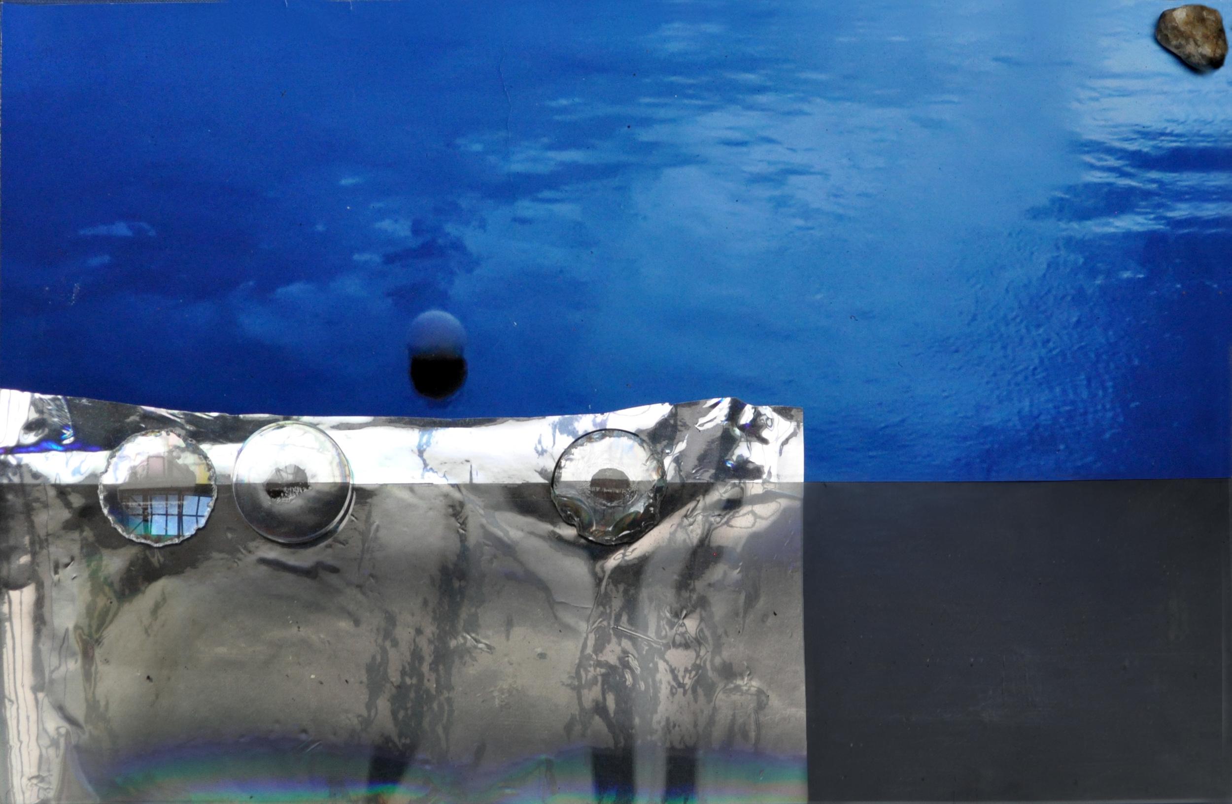Seabed Diorama , 2016 diorama, c-print, vynil, mylar, optical lenses, stone 45 x 61 cm