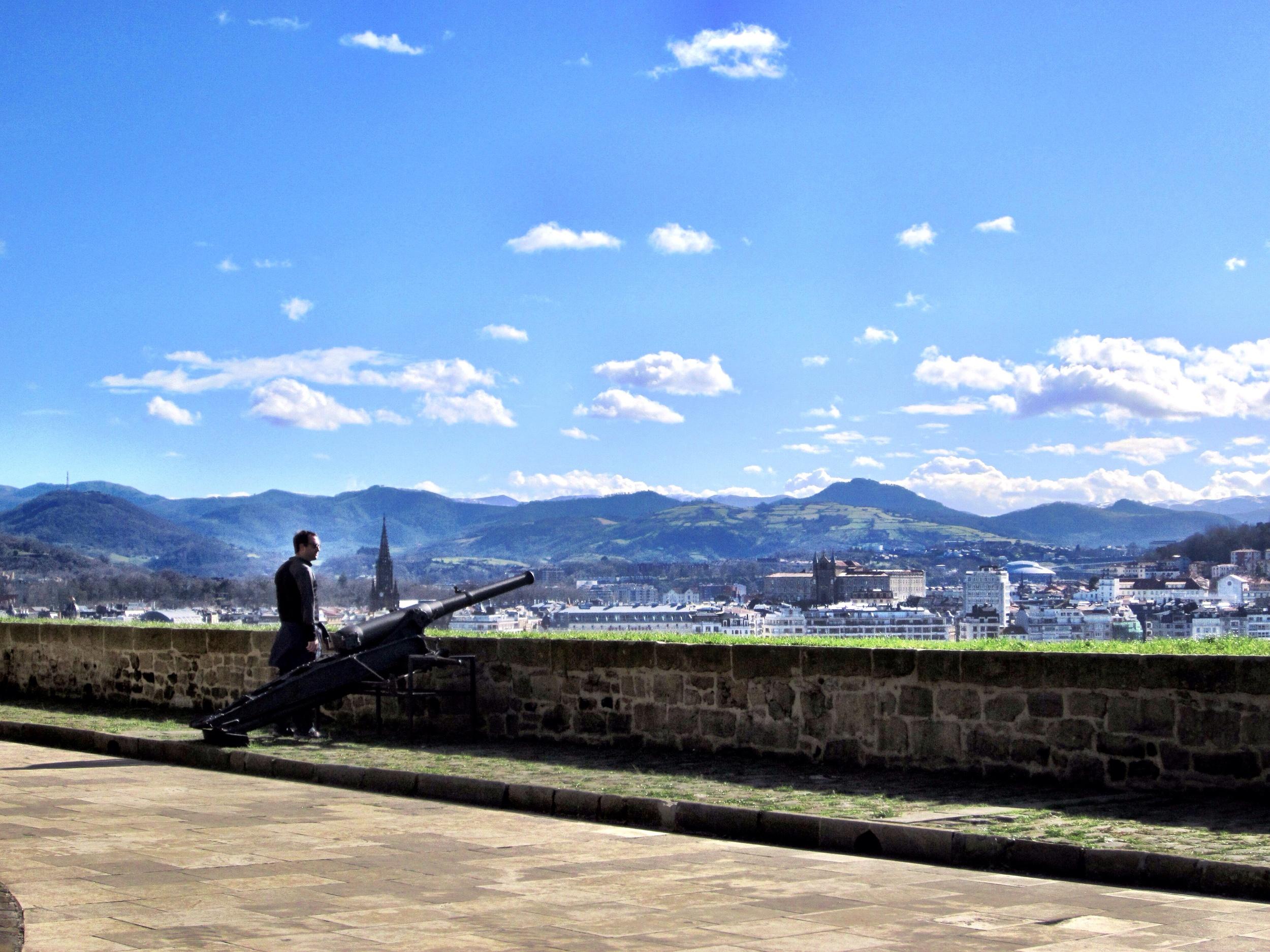 Billy overlooking the city of San Sebastián