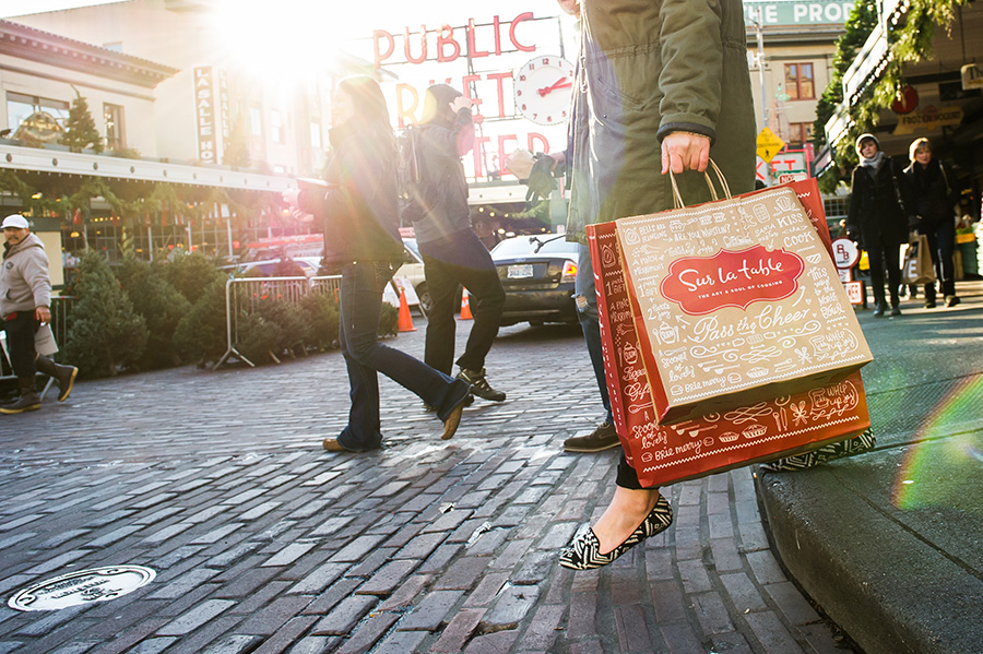 SurLaTable-KellyThompson-Holiday-GiftCard-PikePlaceMarket-Seattle-1.jpg