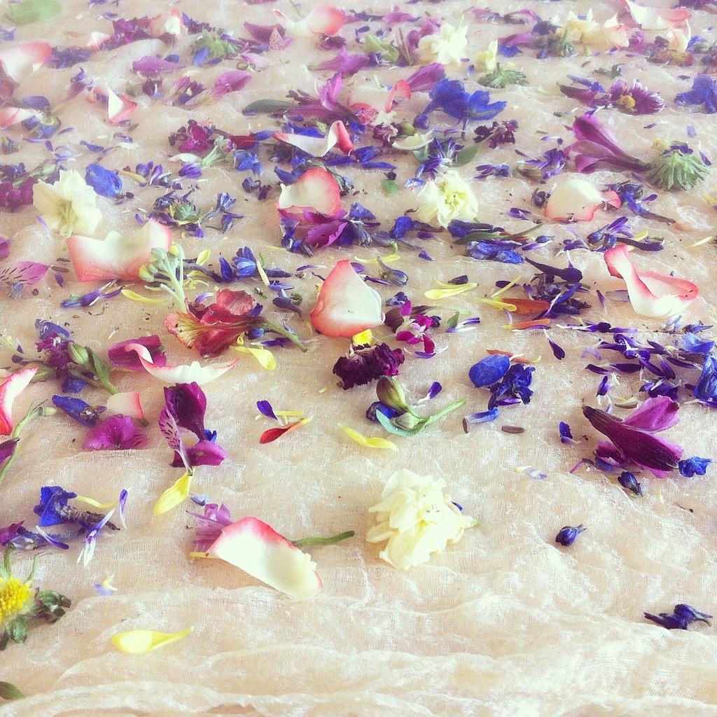 bundle dyeing with flower arrangement waste