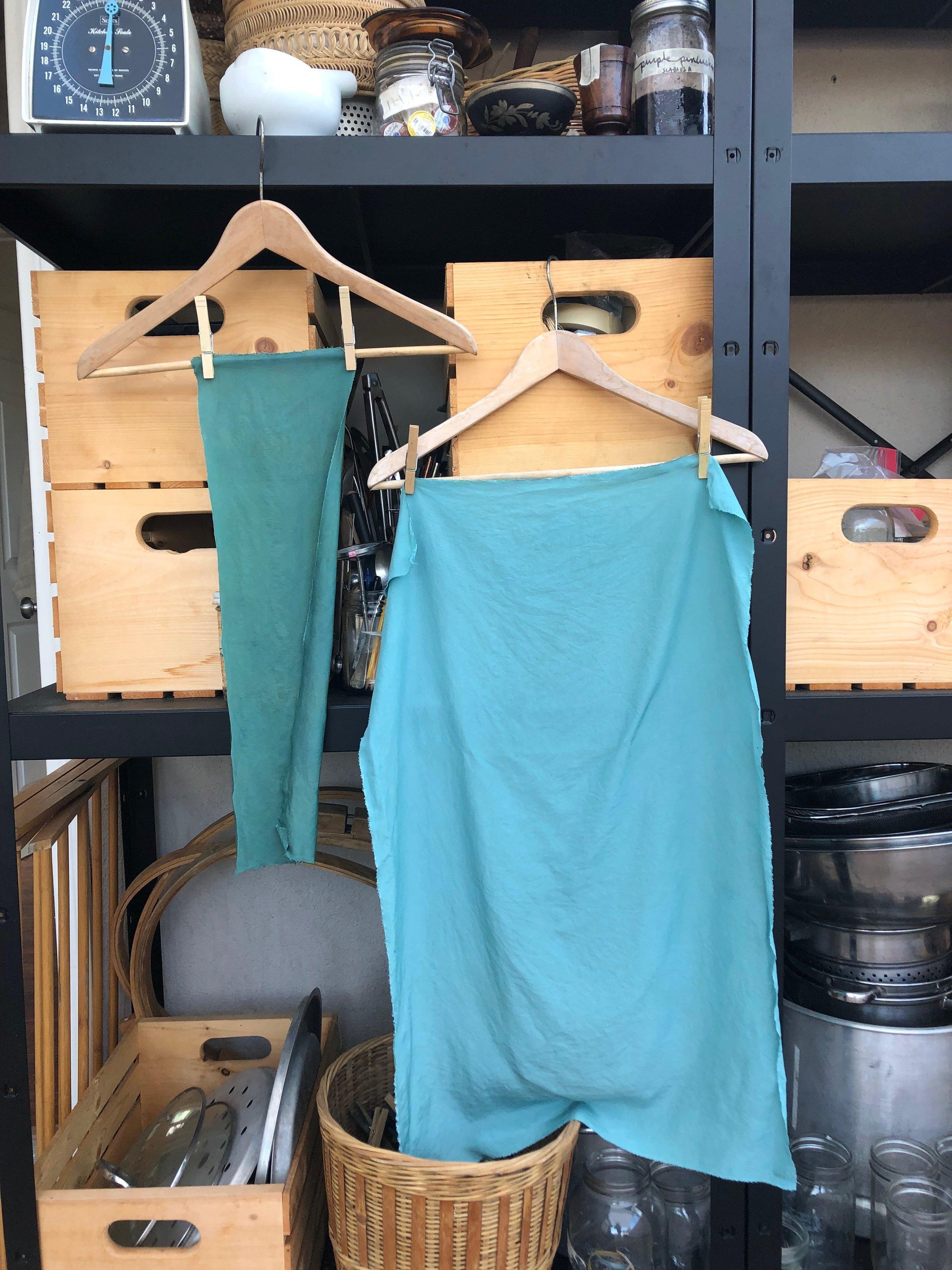 salt rub (left) vs blender technique (right) fresh leaf indigo on silk