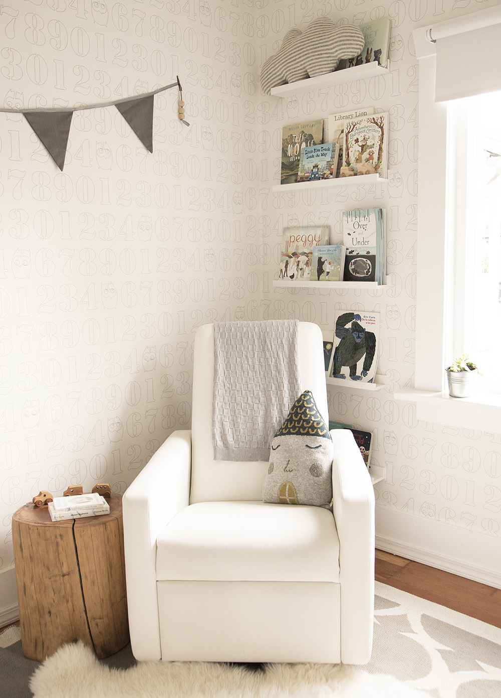 book wall in neutral toddler room