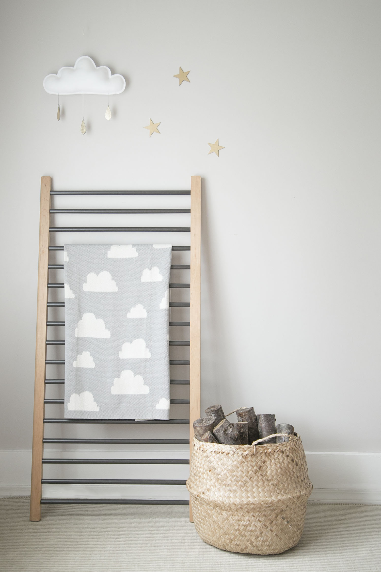 crib side blanket ladder with humbleweave blanket