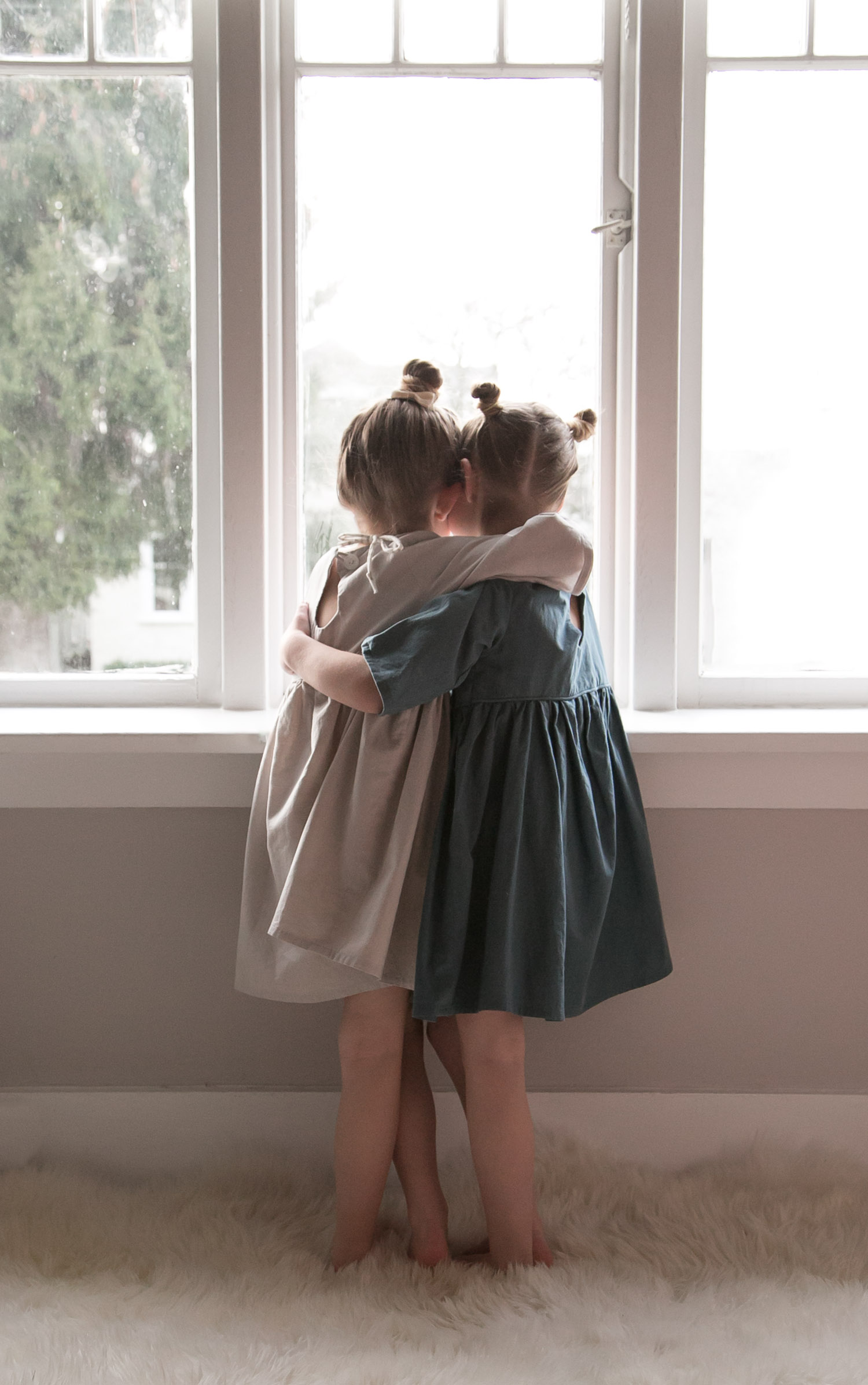 twin hugs in emmies room dresses
