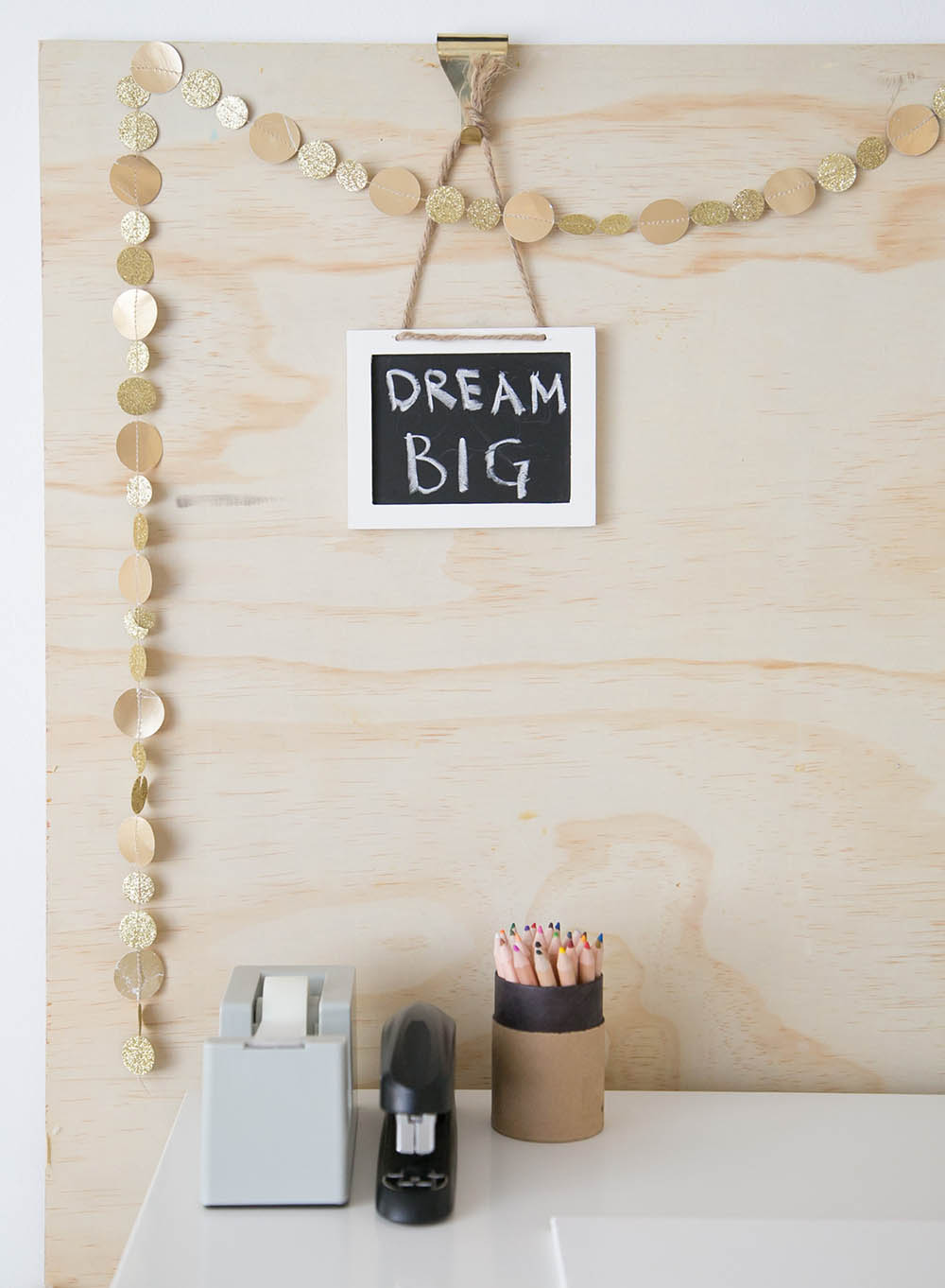 dream big sign on kids homework desk