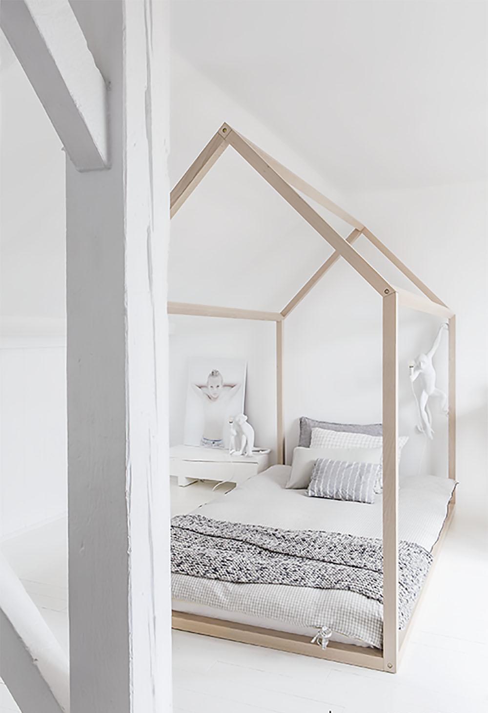 light children's house bed