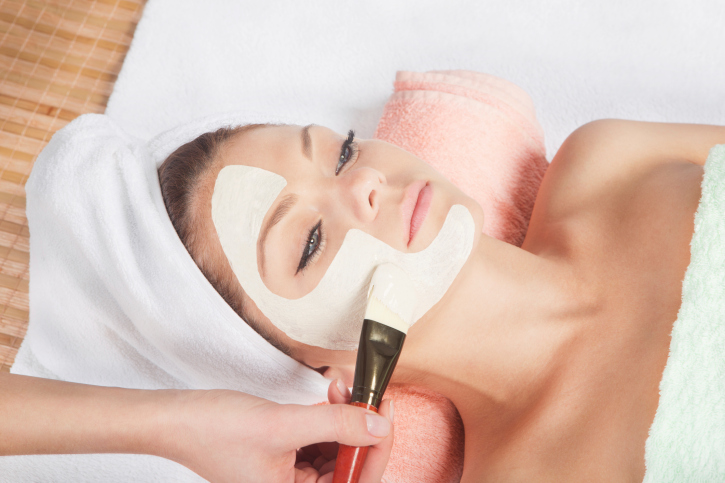 Facial skin treatment during winter