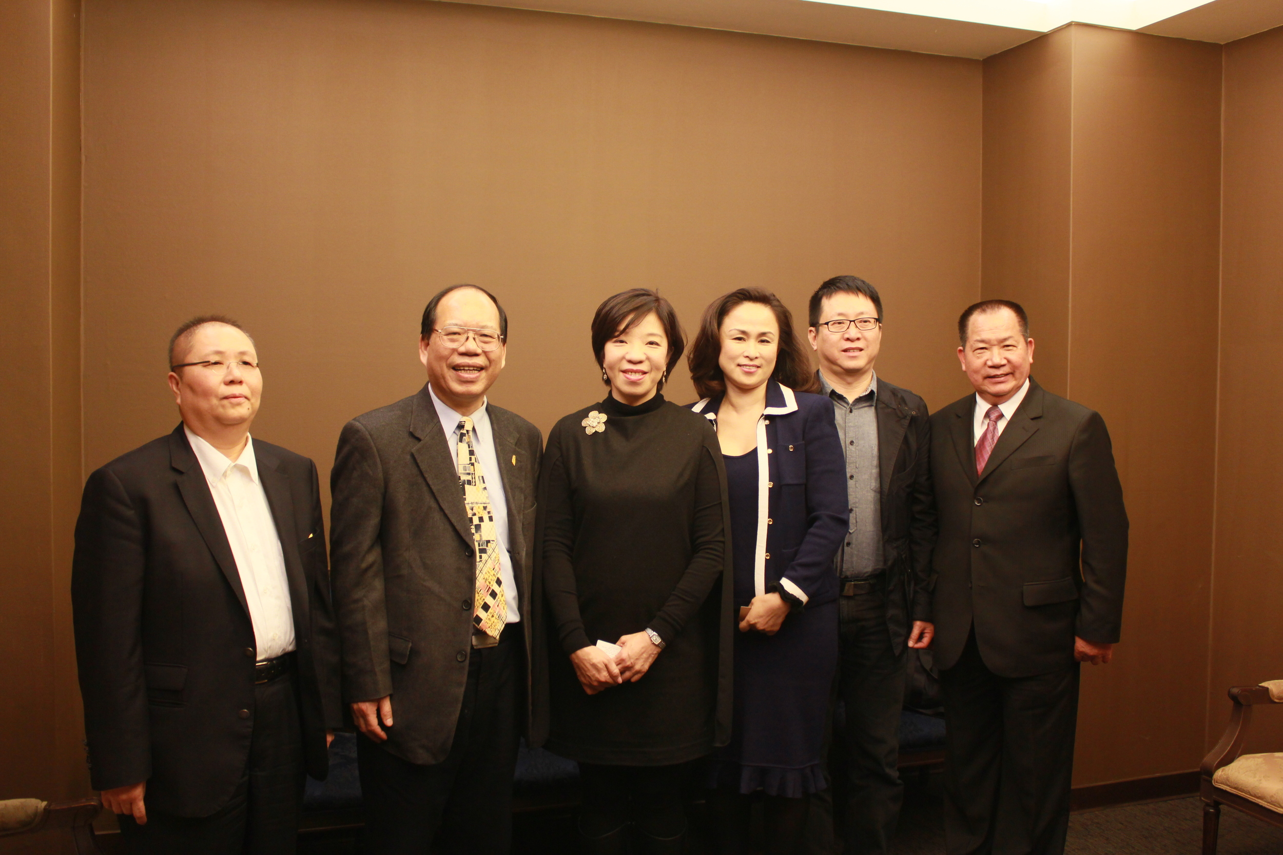 知本設計-蔡會貞總經理(左三)