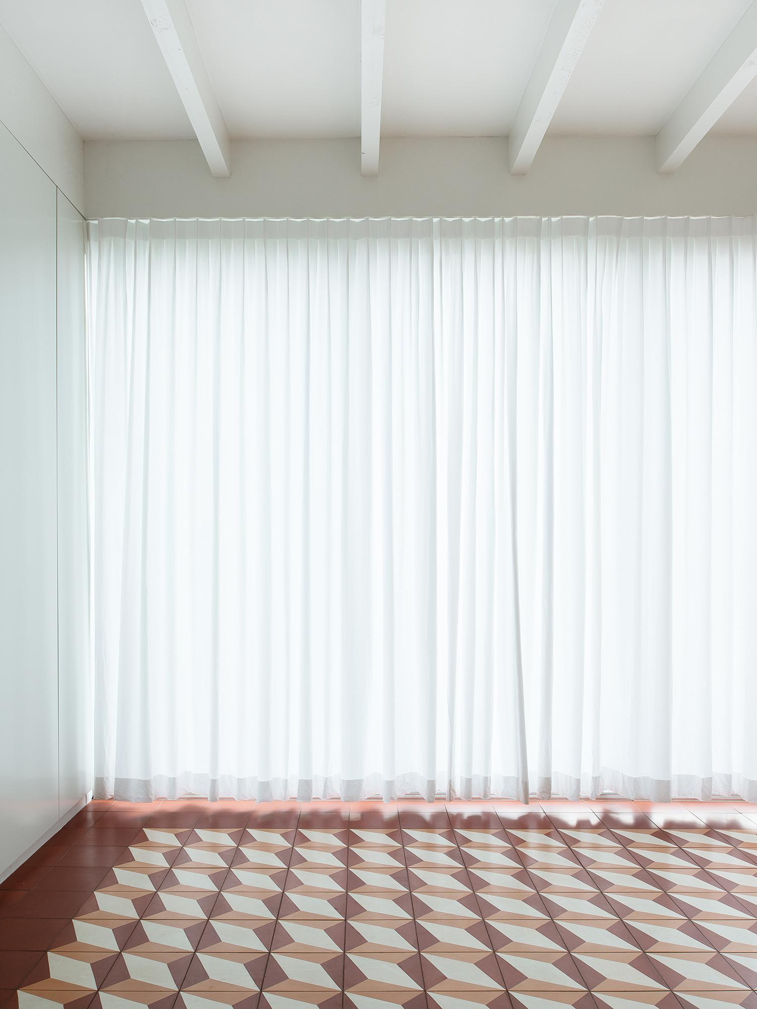 001_Image_Curtain.jpg