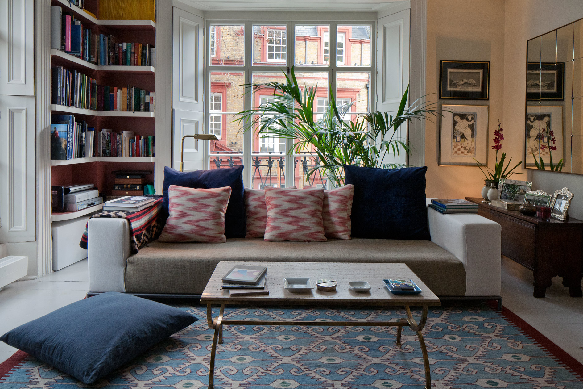 Blues and deep reds evoke the Mediterranean in Bloomsbury family house