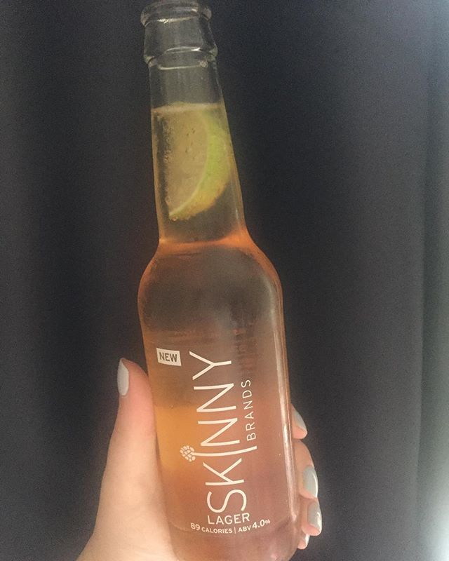 The weekend is here, hope you all enjoy it! I'll be clearing a few of these #skinnybrands lagers 😍 just 4.5 syns a bottle, nicer than corona if you ask me! #slimmingworld @skinnylager @skinnybrands_ltd #sw #swtreats #lowsyntreats #swmafia
