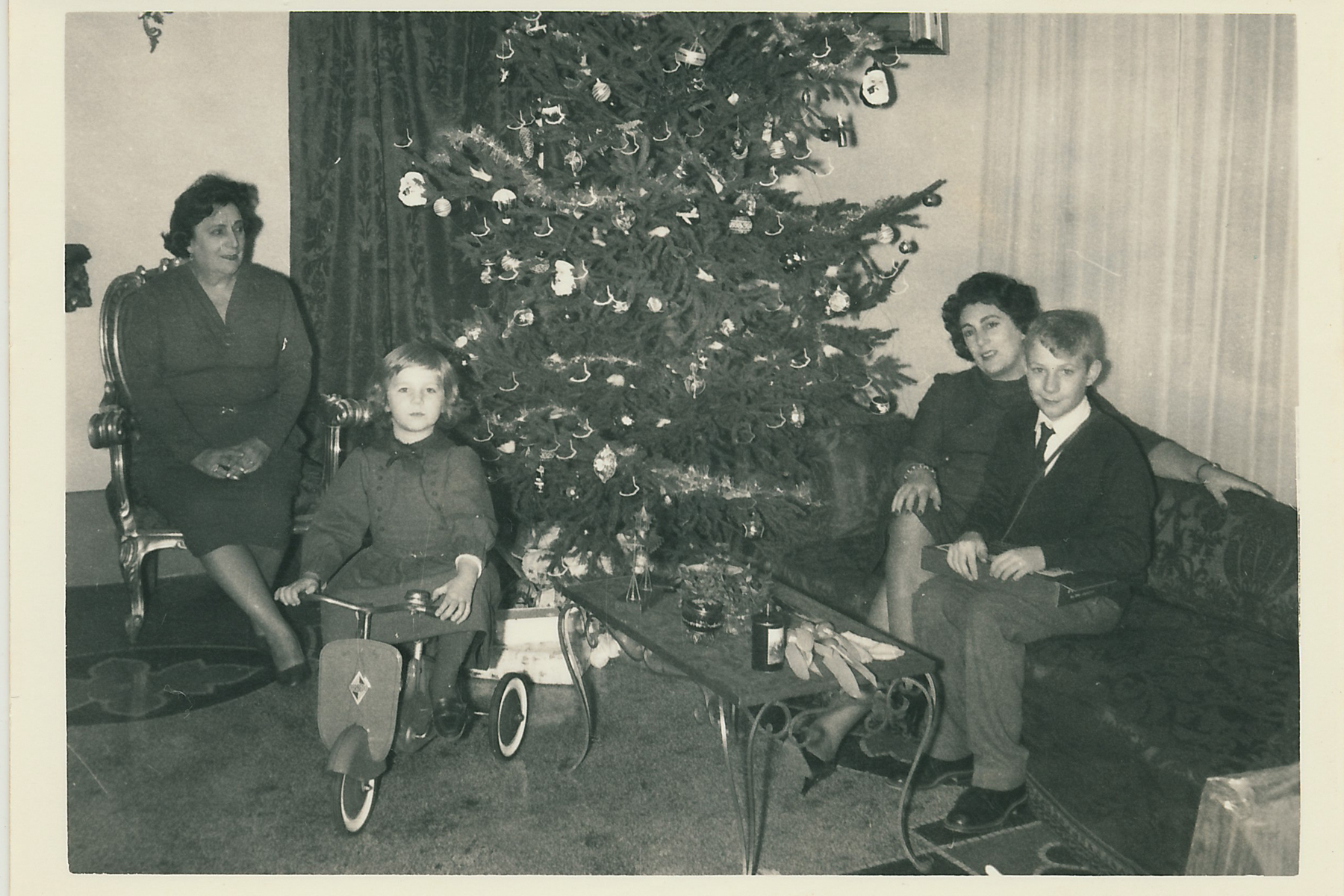 With her daughter Lucy and grandchildren Tina and Fred.