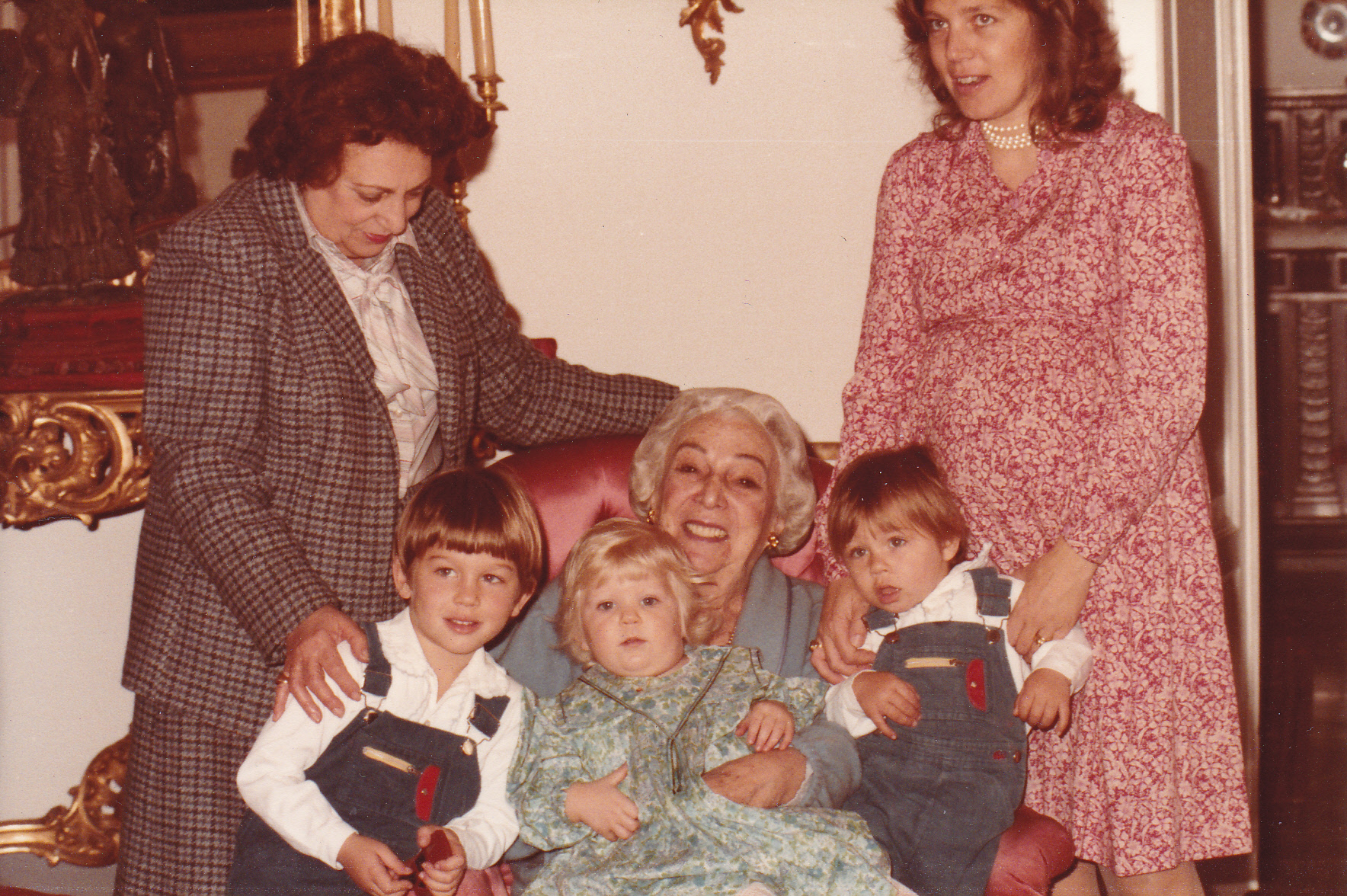 Lucy Cannon with her mother Tina de Forcade and her daughter Tina Carignani. Also pictured are Tina's sons Carlo and Francesco and me with a turkey neck. Ha.
