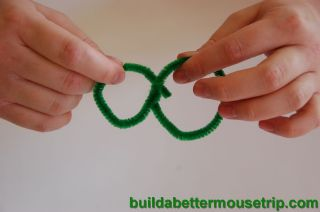 Easy kids craft - Making ornaments with pipe cleaners.