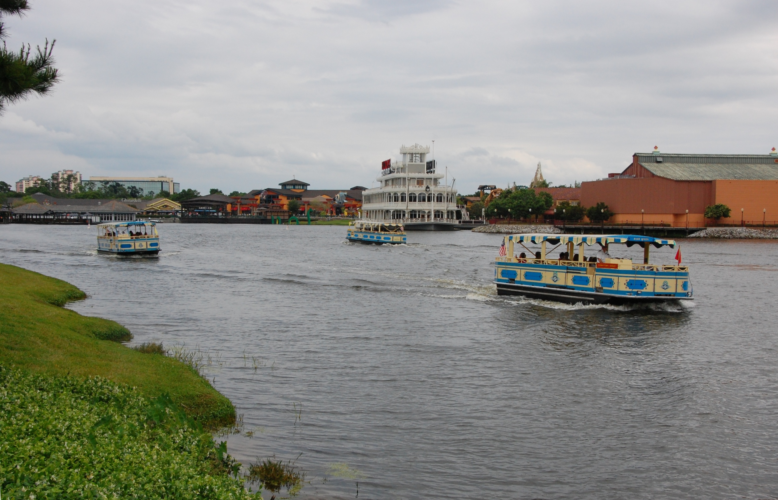 Disney's Saratoga Springs boat transportation to Downtown Disney, Old Key West, Port Orleans French Quarter and Port Orleans Riverside resorts providing lots of dining and entertainment options