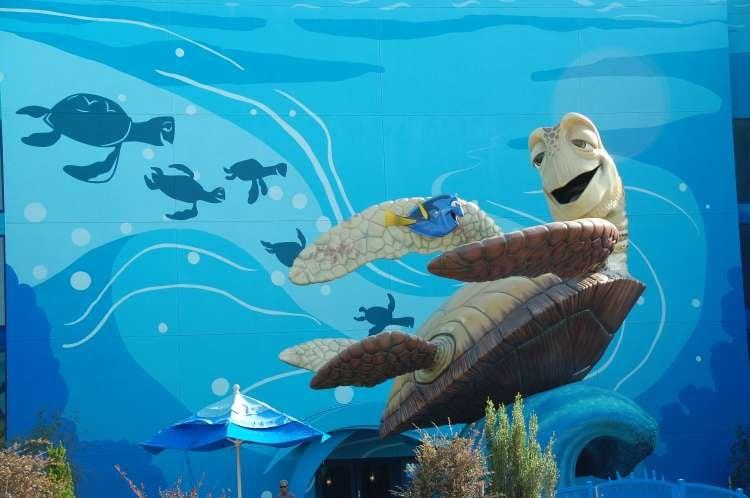Disney's-Art-of-Animation-Finding-Nemo-Dory-and-Crush-statue.JPG