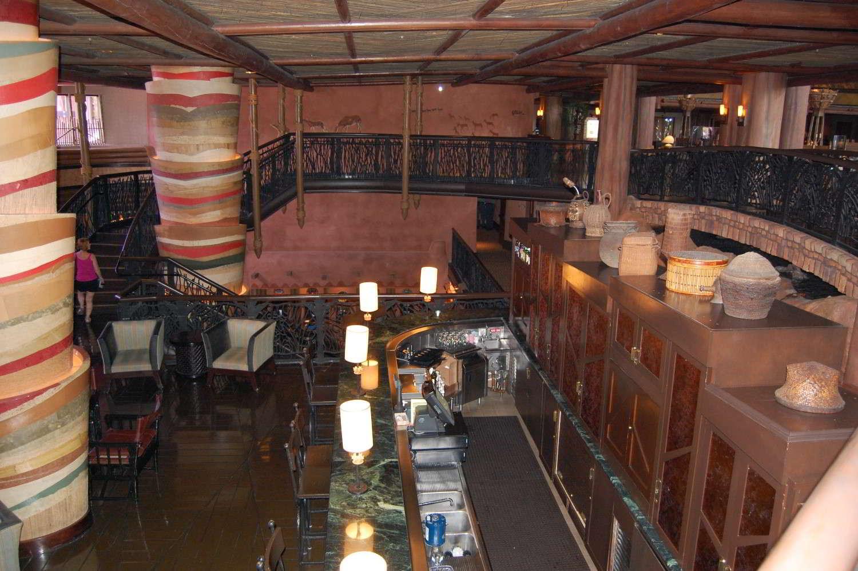 jambo-house-Victoria_Falls_Lounge.jpg