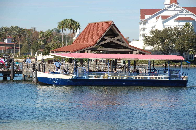 Disneys-Polynesian-Village-Boat-Transportation.jpg