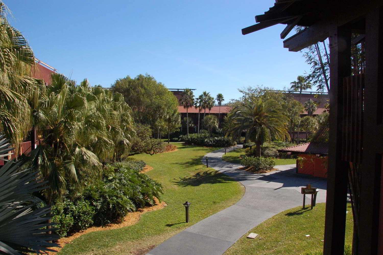 Disneys-Polynesian-Village-Landscaping.jpg