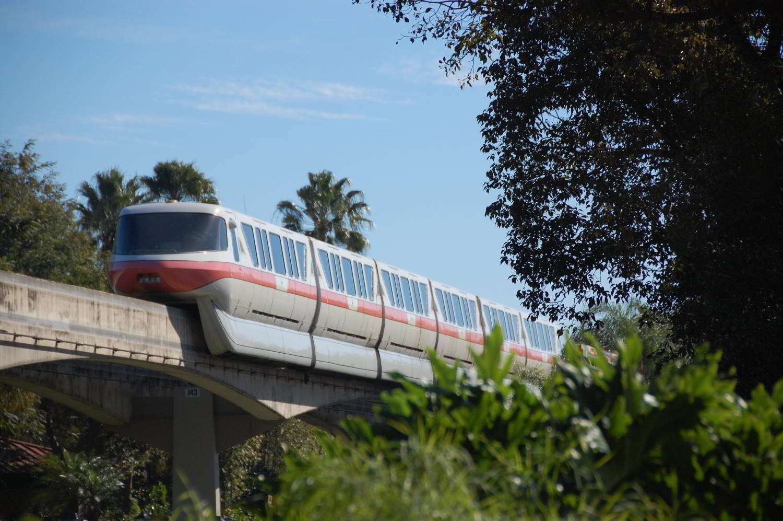 Disneys-Polynesian-Village-Monorail.jpg