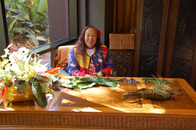 Disneys-Polynesian-Village-Story-Teller.jpg