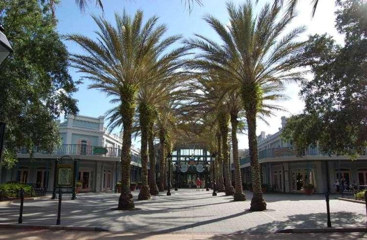 Disney's-Port-Orleans-French-Quarter-Banner.jpg
