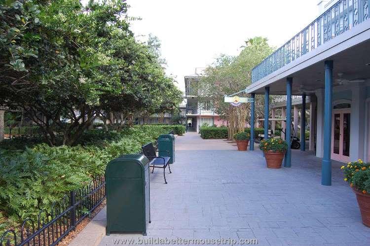 Disney's-Port-Orleans-French-Quarter-Courtyard (3).jpg