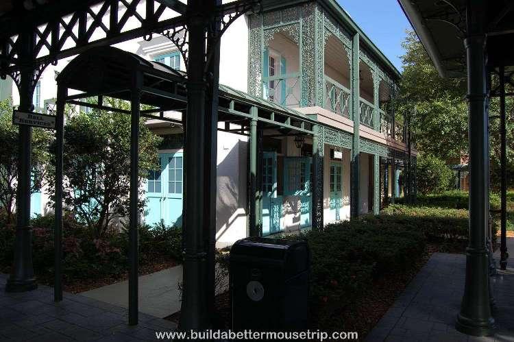 Disney's-Port-Orleans-French-Quarter-Entrance (2).jpg