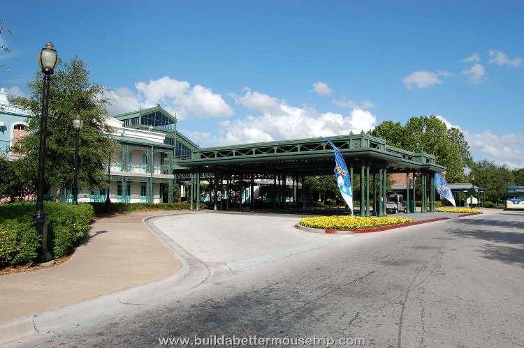 Disney's-Port-Orleans-French-Quarter-Entrance (4).jpg