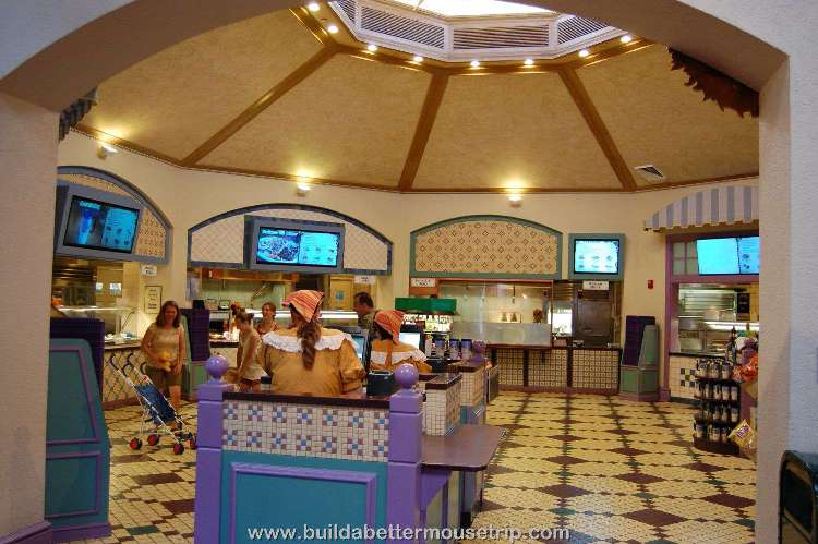 Disney's-Port-Orleans-French-Quarter-Sassagoula-Float-Works-and-Food-Factory (4).jpg