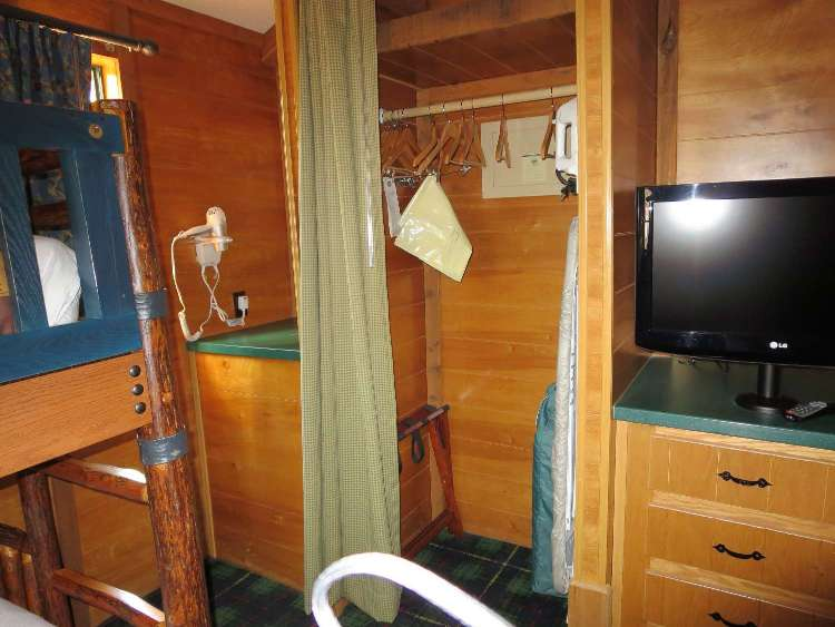 Disney's Fort Wilderness Cabin bedroom amenities / Disney World
