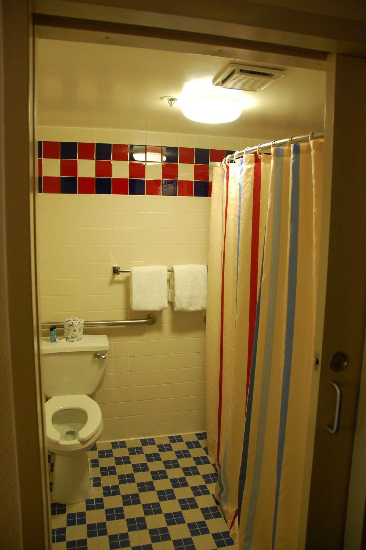 306-All-Star-Sports-Room-Accessible-Room-Bathroom-2.JPG