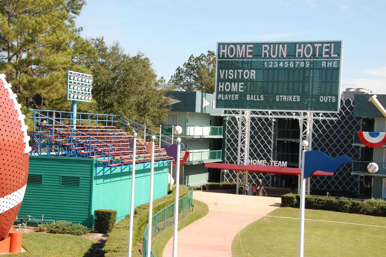 Disney's-All-Star-Sports-Home-Run-Hotel (2).JPG