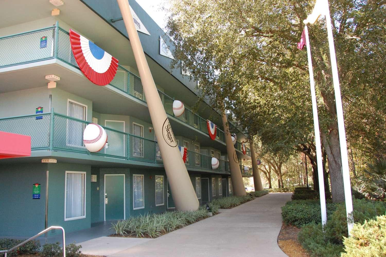 Disney's-All-Star-Sports-Home-Run-Hotel (4).JPG