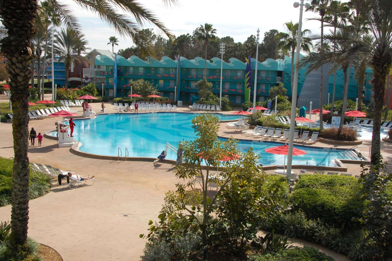 Disney's-All-Star-Sports-Surf-Bay-Pool (2).JPG