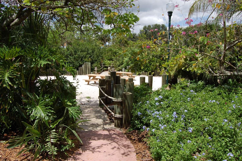 Disney's-Caribbean-Beach-Resort-Caribbean-Cay (4).jpg