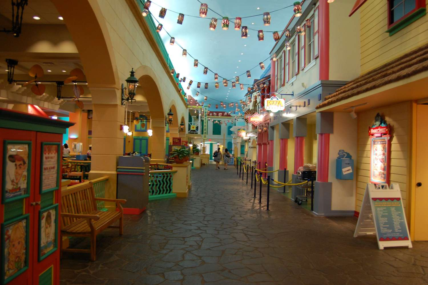 Disney's-Caribbean-Beach-Resort-restaurants.jpg