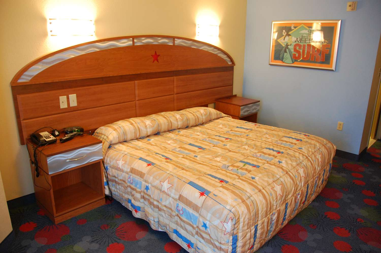 301-All-Star-Sports-Room-King-Bed.JPG