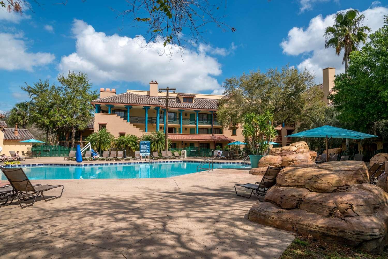coronado-springs-041a-Ranchos-quiet-pool.jpg