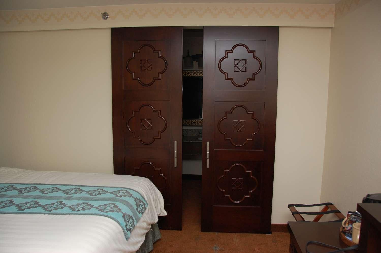 coronado-springs-045-Room-Closet-and-Bathroom-Doors.JPG