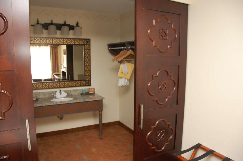 coronado-springs-046-Room-Vanity.JPG
