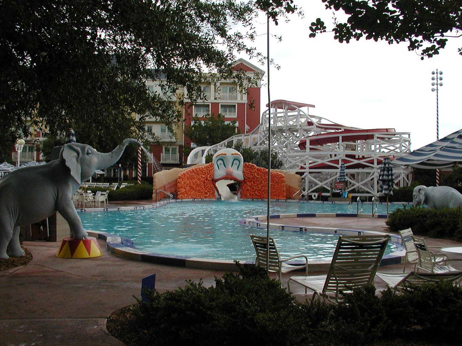 Disneys-Boardwalk-Inn-Luna-Park-Pool.JPG