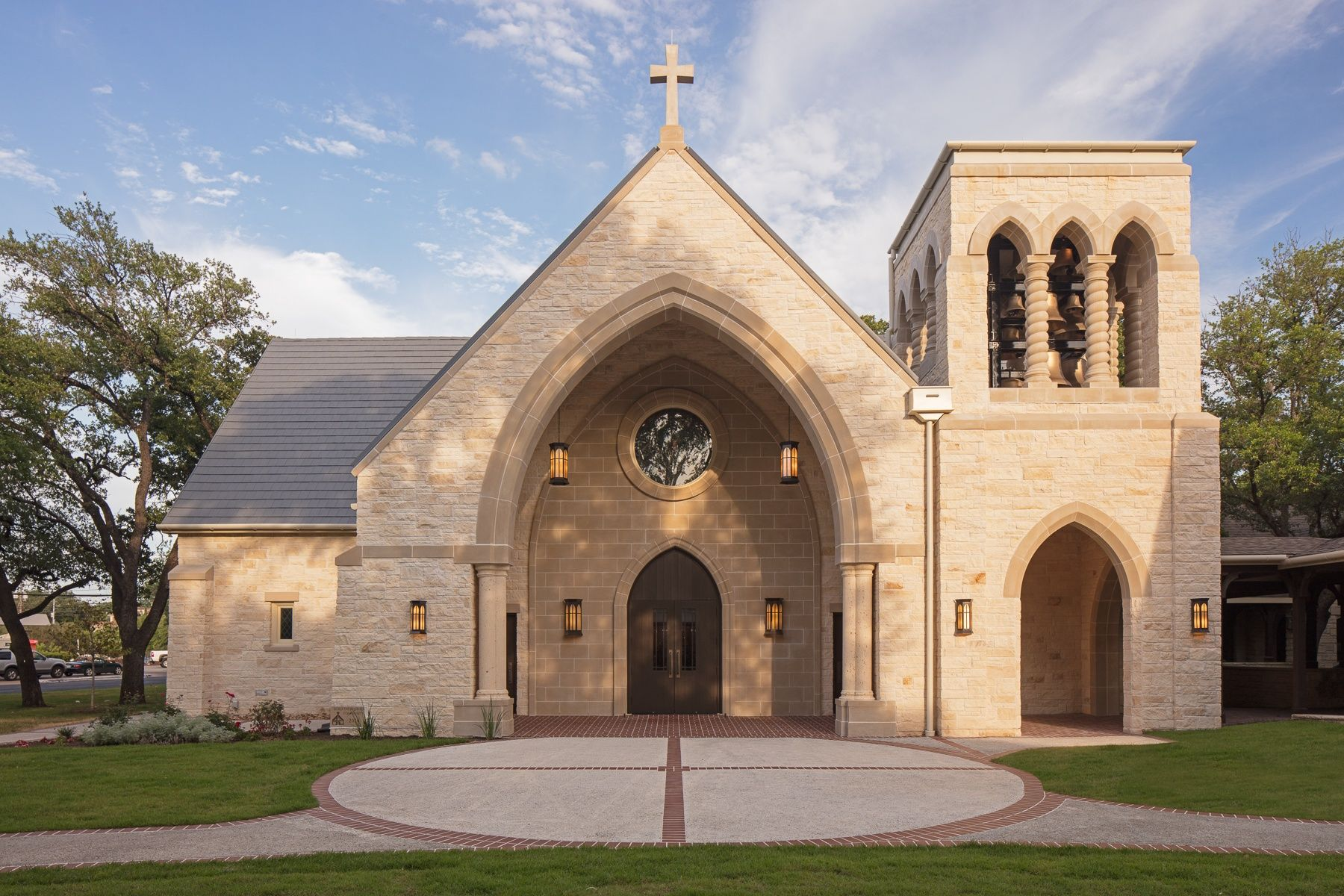 The completion of the main facade and Narthex courtesy of Heimsath Architects.