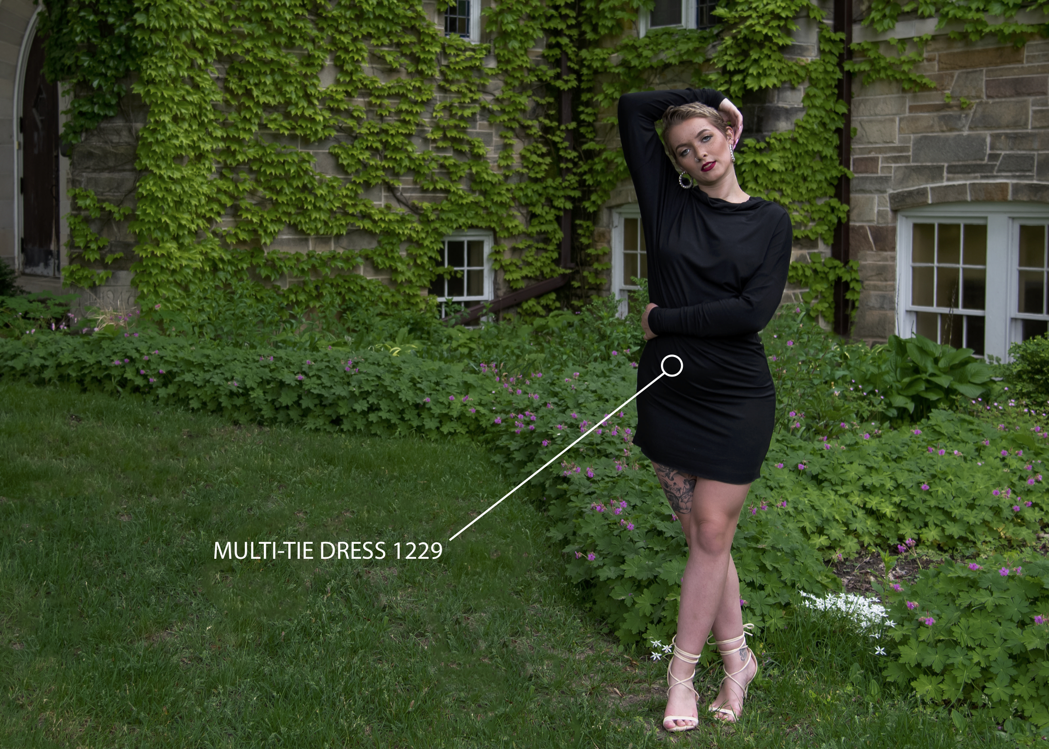 The beautiful Multi-Tie dress can be worn in various ways and is perfect for any location.