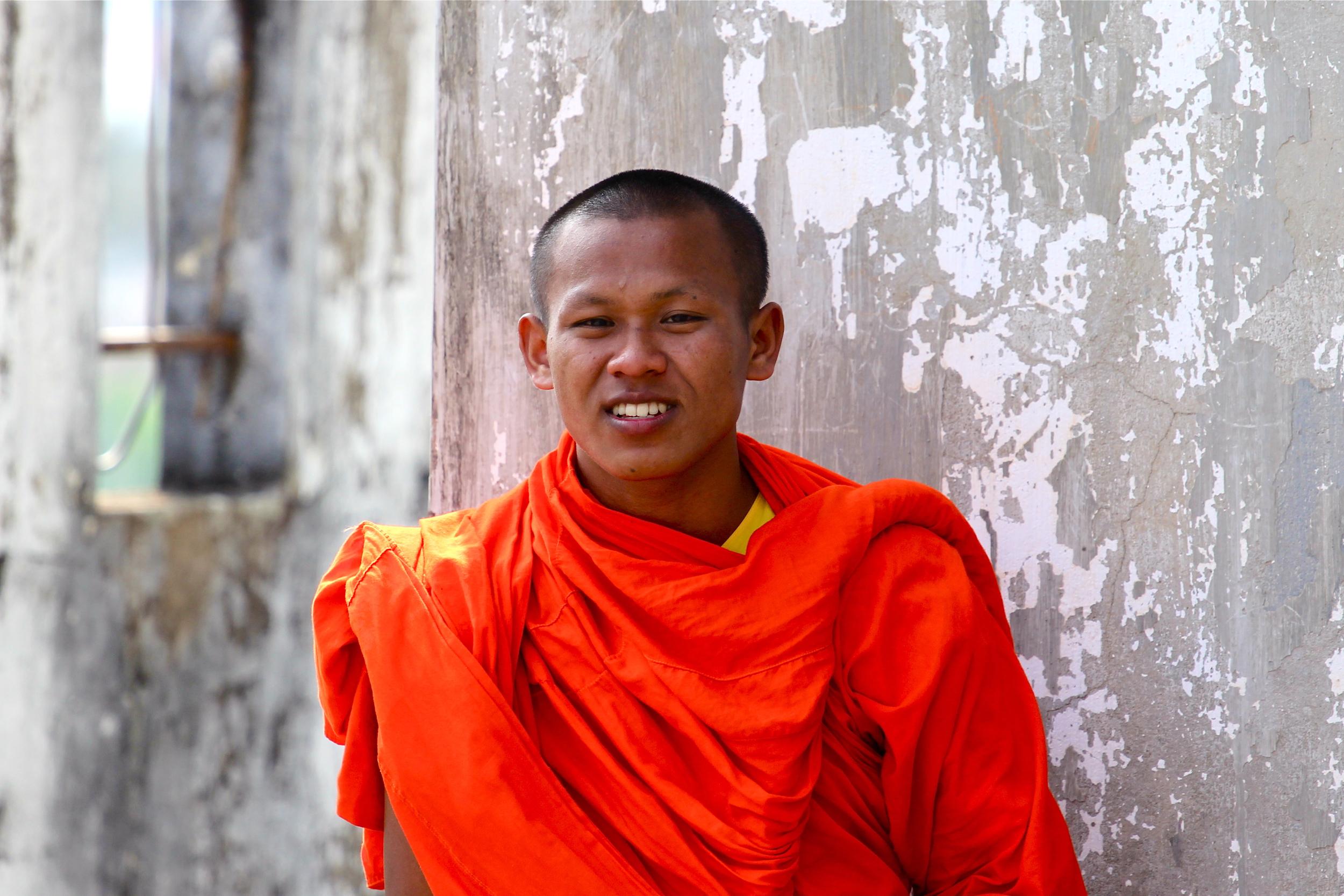 laos_monk.jpg