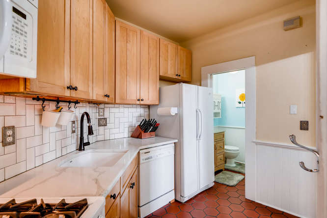 227 NW 18th Ave Portland OR-small-024-29-Kitchen-666x445-72dpi.jpg