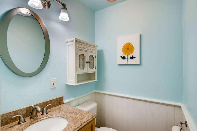 227 NW 18th Ave Portland OR-small-029-13-Bathroom-666x445-72dpi.jpg