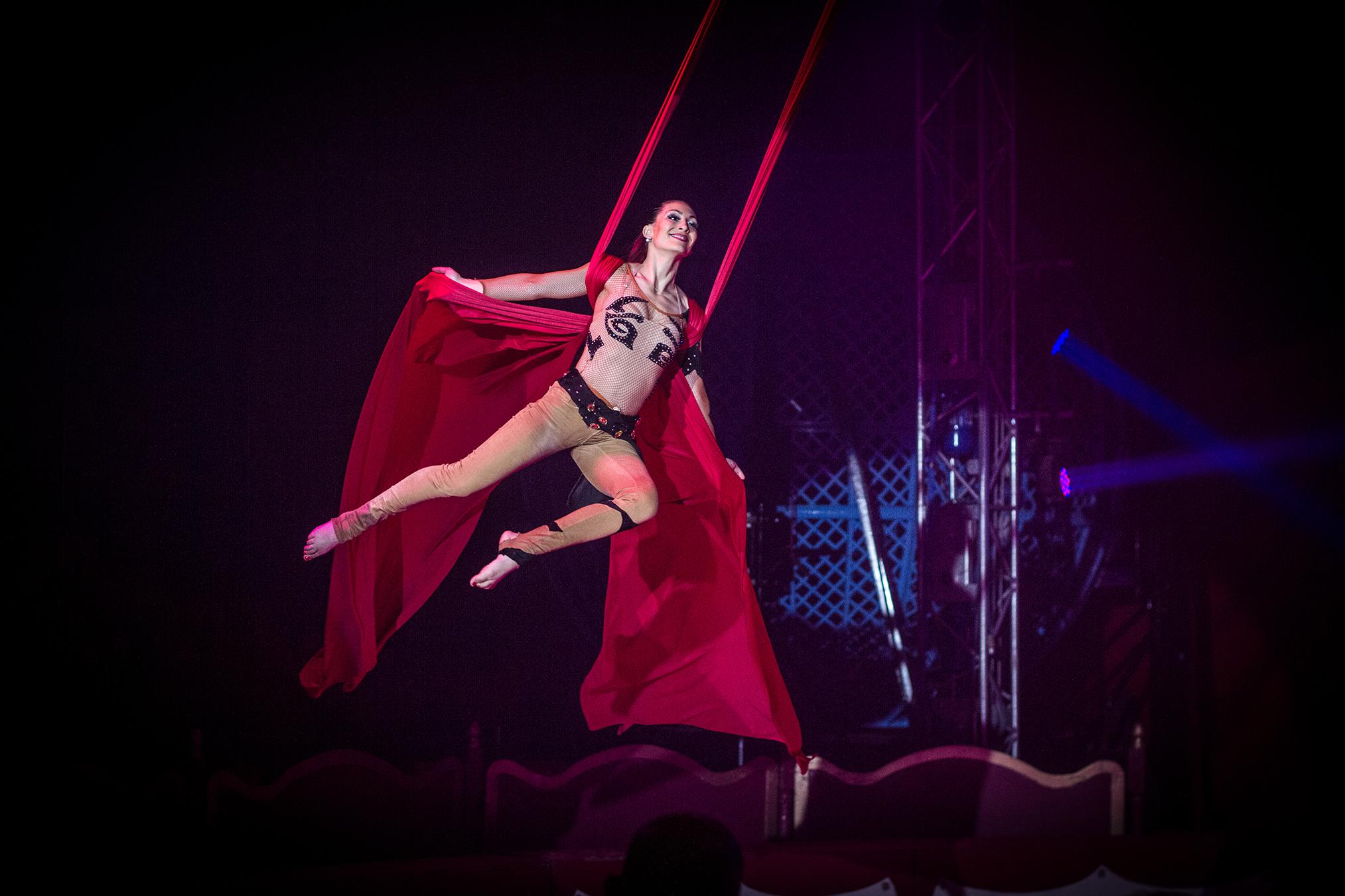 Curtain gymnastics